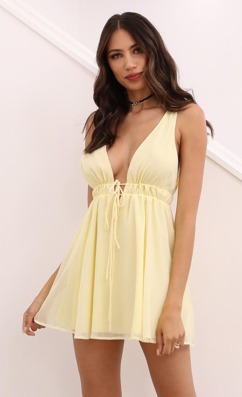 Svana Plunge A-line Dress in Light Yellow Crinkle