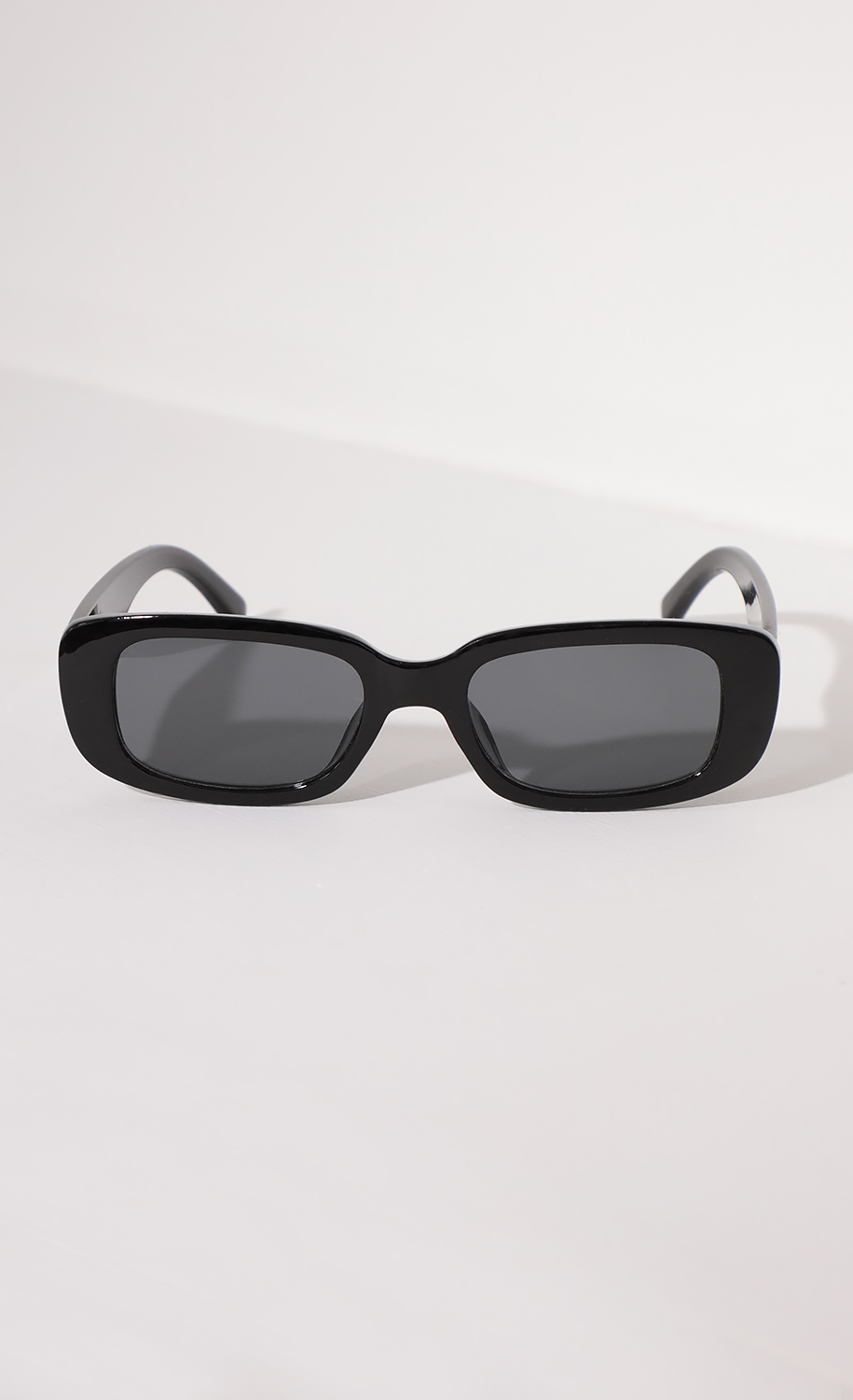 Beverly Rectangular Retro Sunglasses in Black