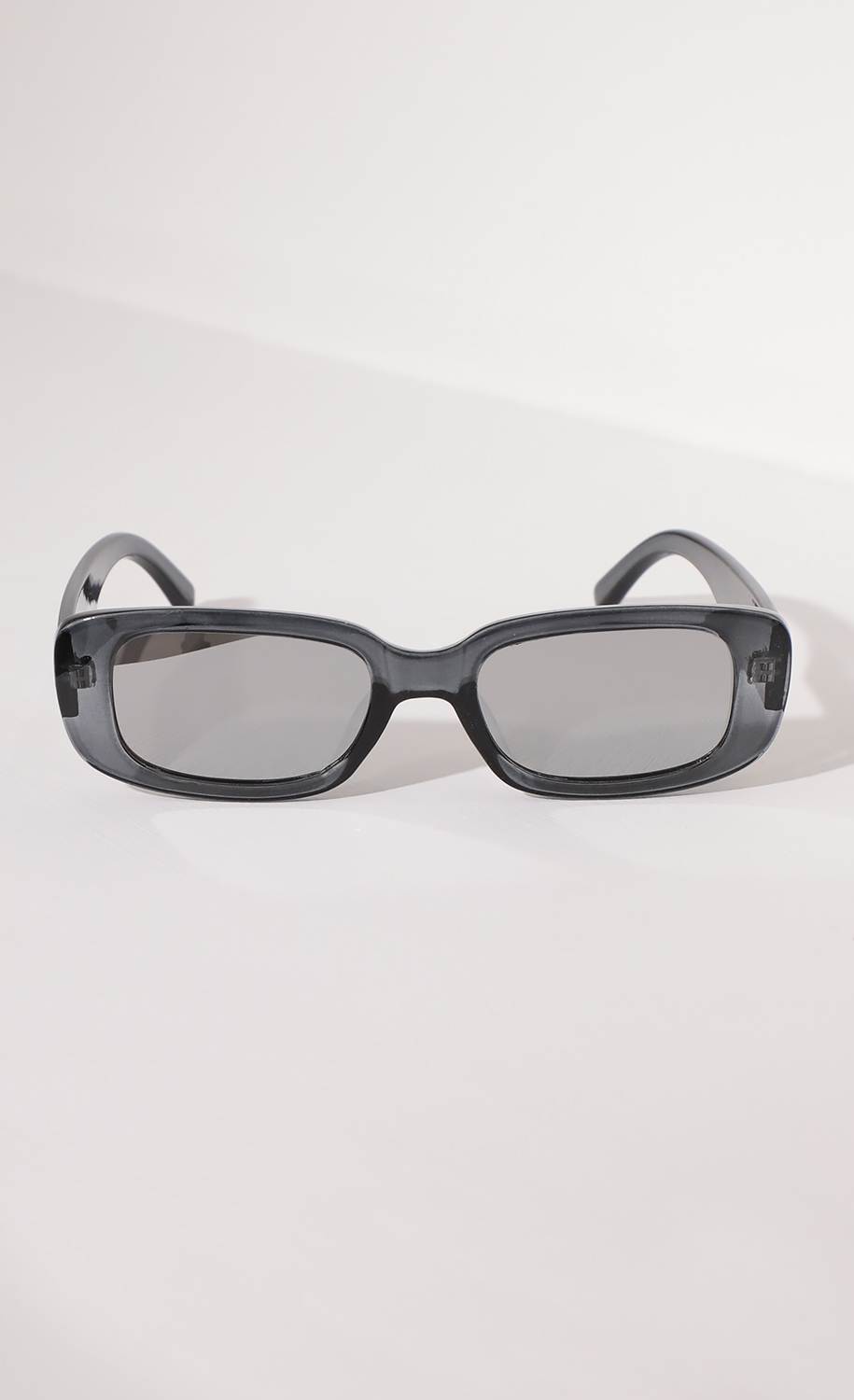 Beverly Rectangular Retro Sunglasses in Clear Gray