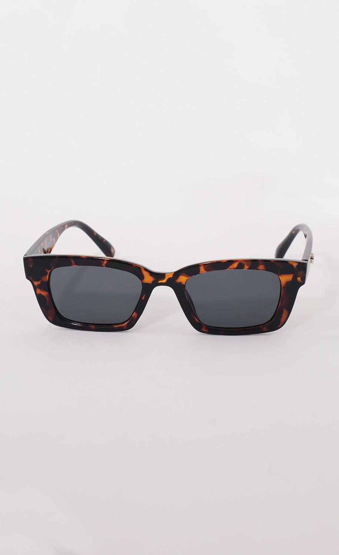 Henrietta Classic Sunglasses in Brown Tortoiseshell