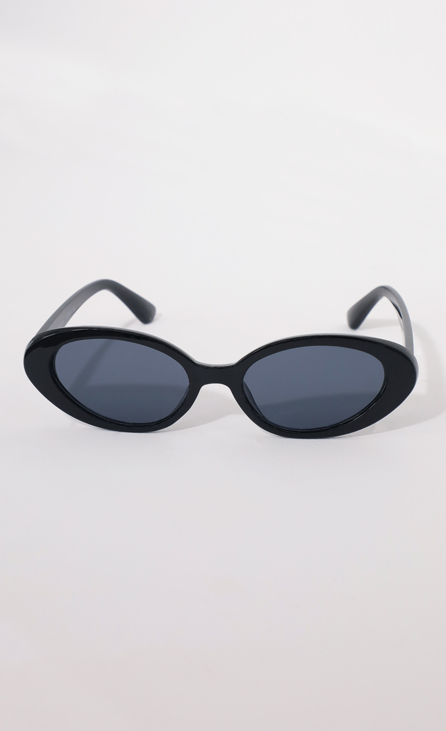 The Jet Setter Sunglasses in Black