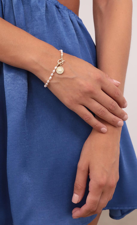 In The Hamsa Hand Pearl Bracelet in Gold
