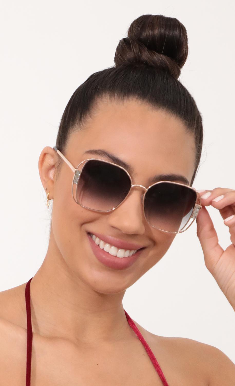 Chloe Retro-Inspired Sunglasses in Gray