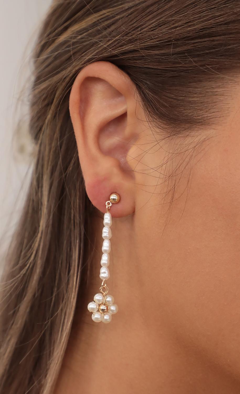 Pearl Flower Fields Earrings in Gold