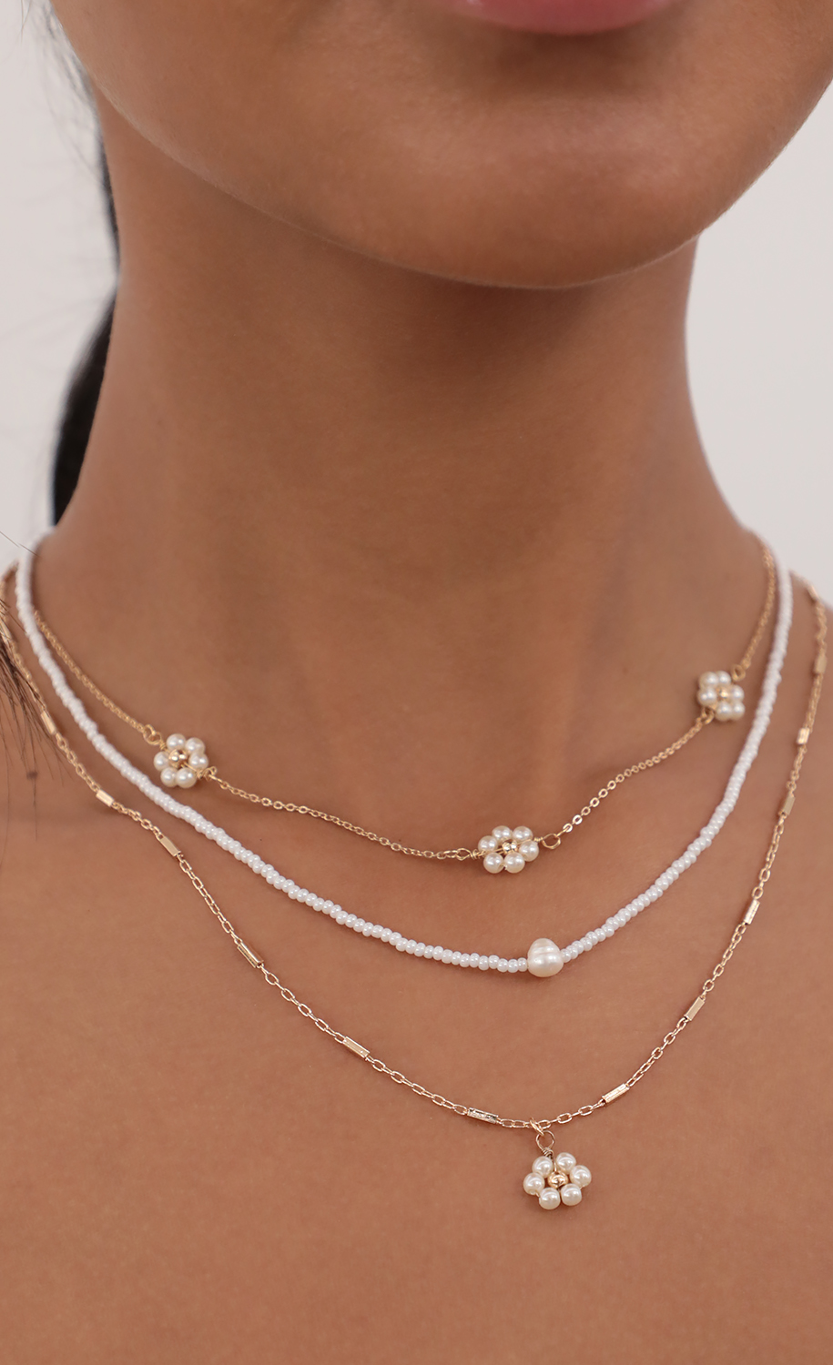 Bring Me to The Daisy Fields Necklace in Gold