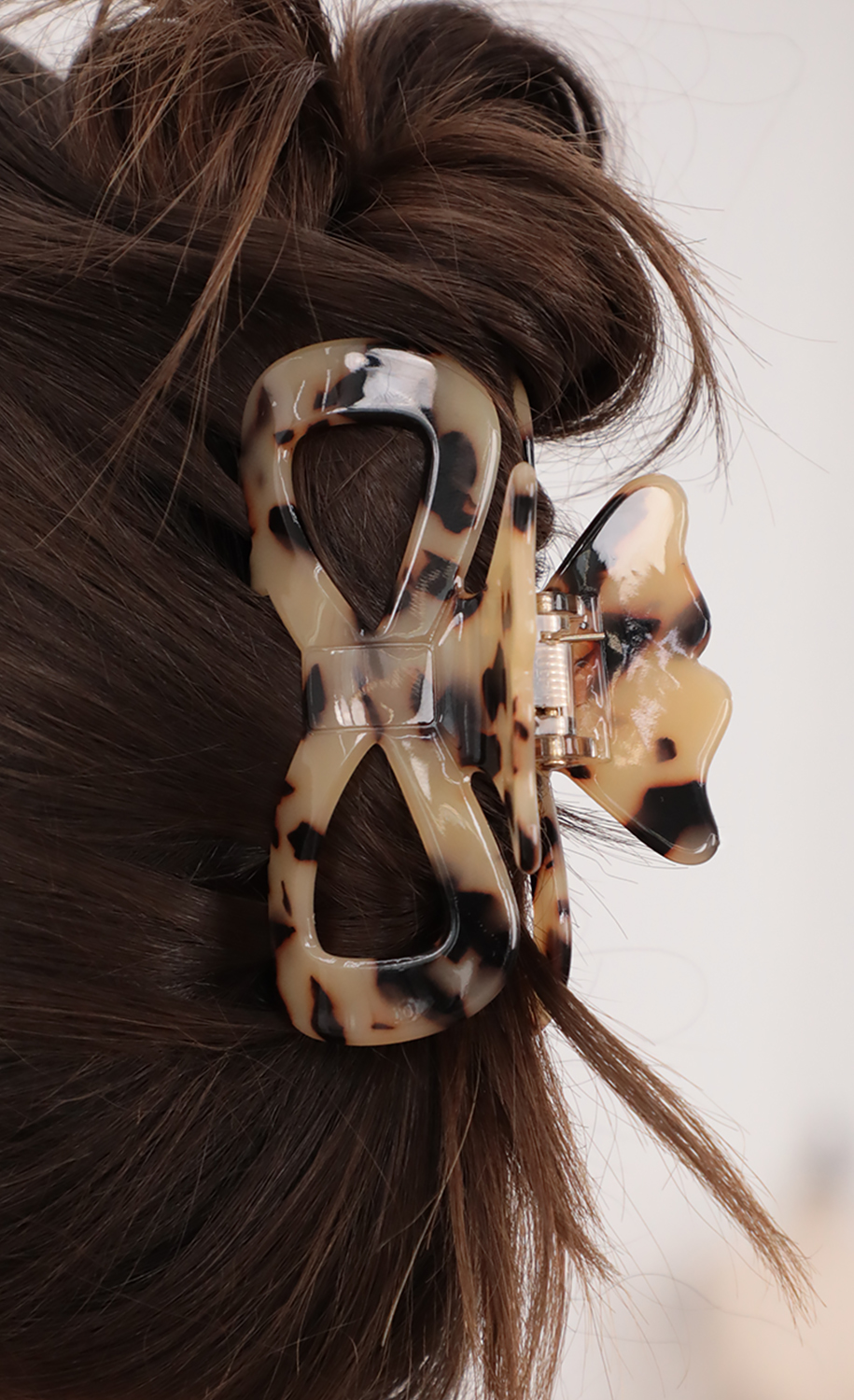 Marble Love Claw Hair Clip in Tortoise Shell