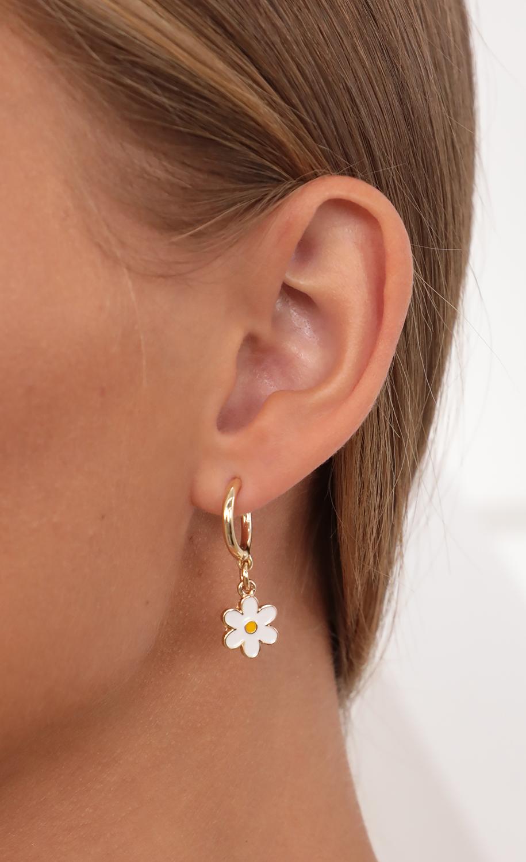 Im Your Daisy Earrings