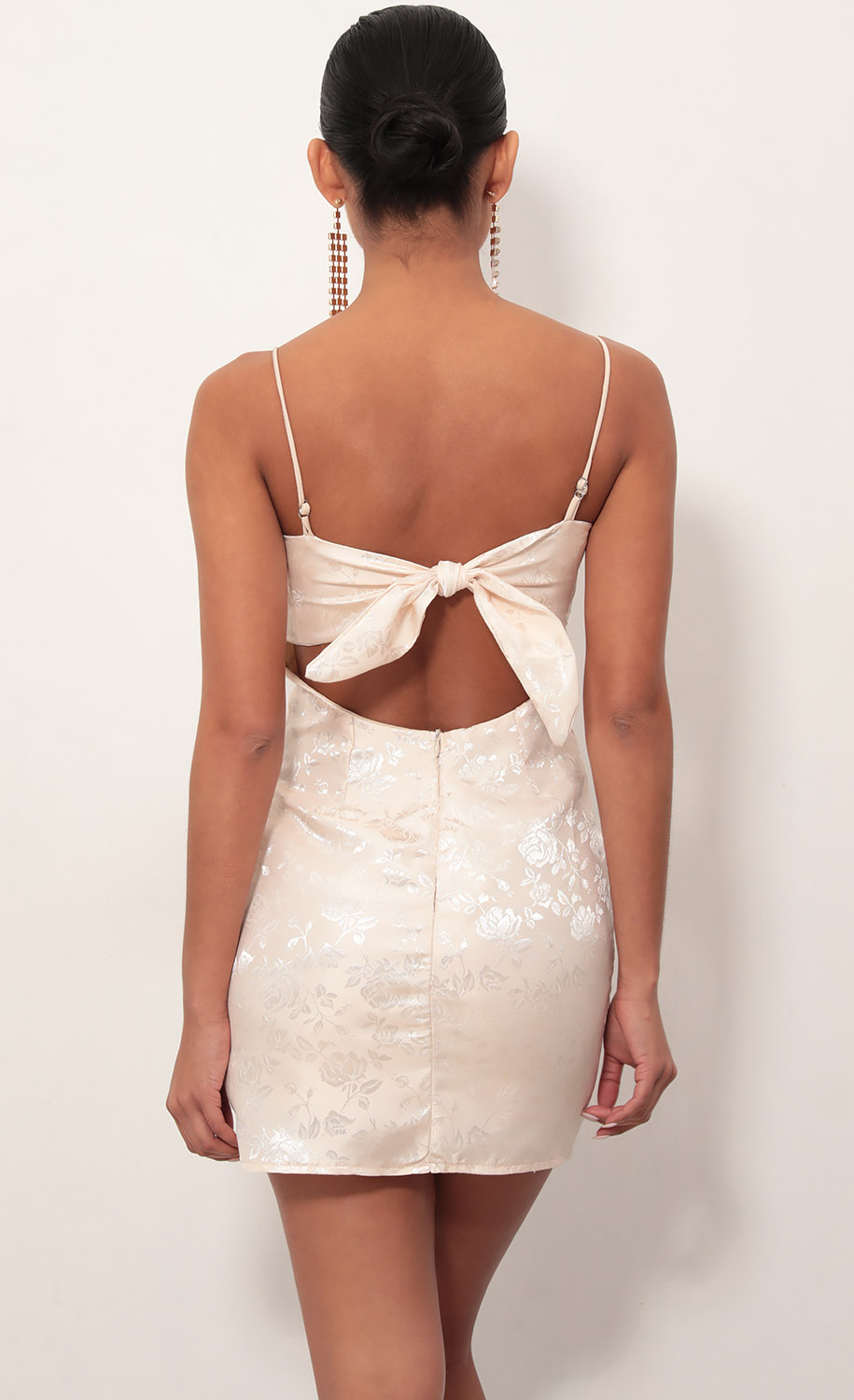 Ariel Satin Tie Back Dress In Parfait