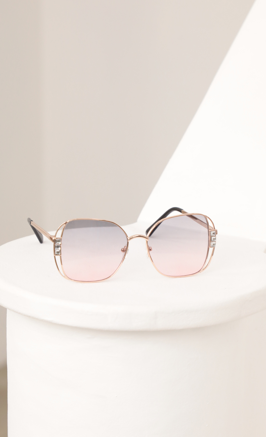 Chloe Retro-Inspired Sunglasses in Pink Ombre