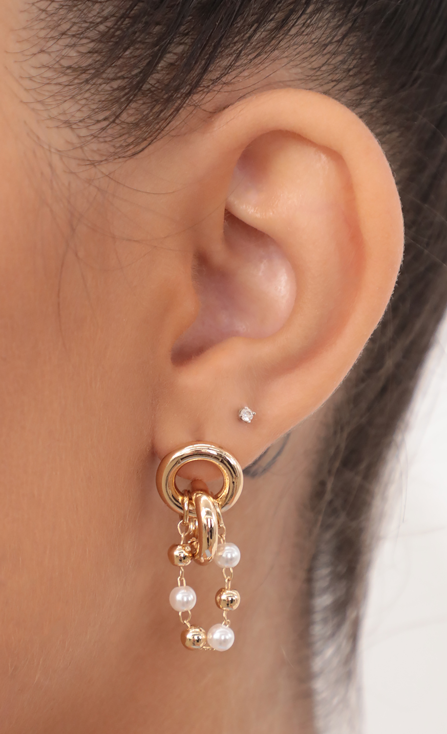 Interlocking Double Circle Stud Earrings With Pearl Chain