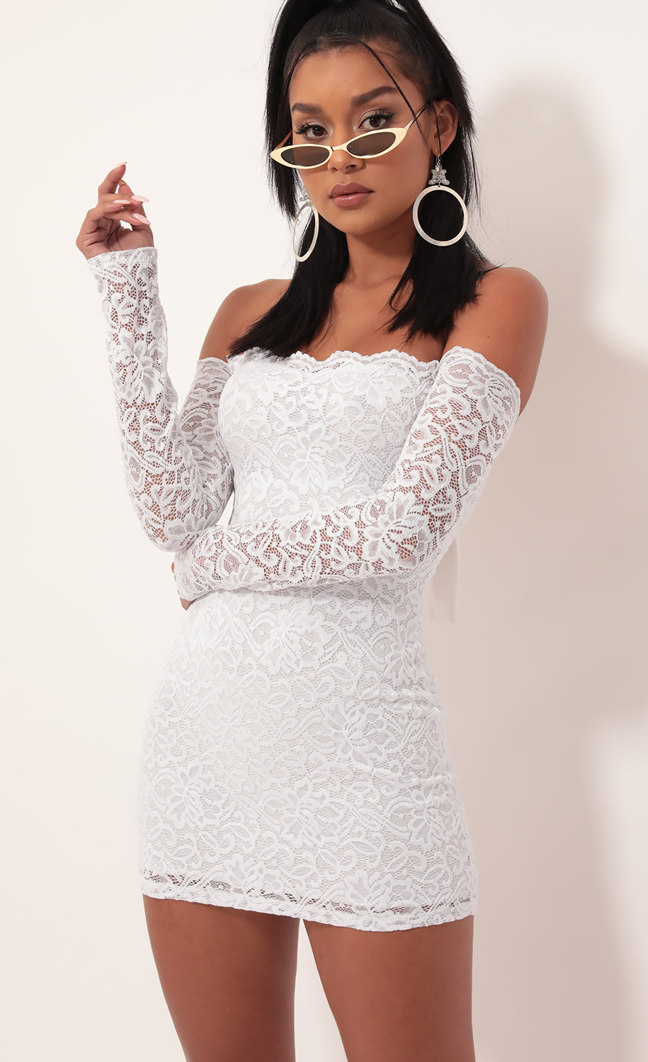 Alycia Scalloped Lace Dress in White
