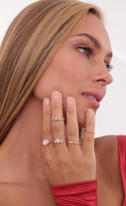 Stone Quartz Ring Set in Pink