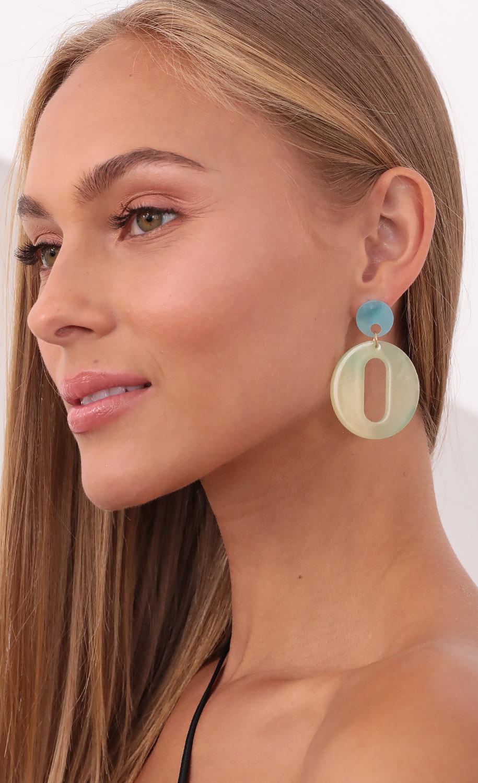 Stellar Vibes Ombre Dangle Earrings in Mint